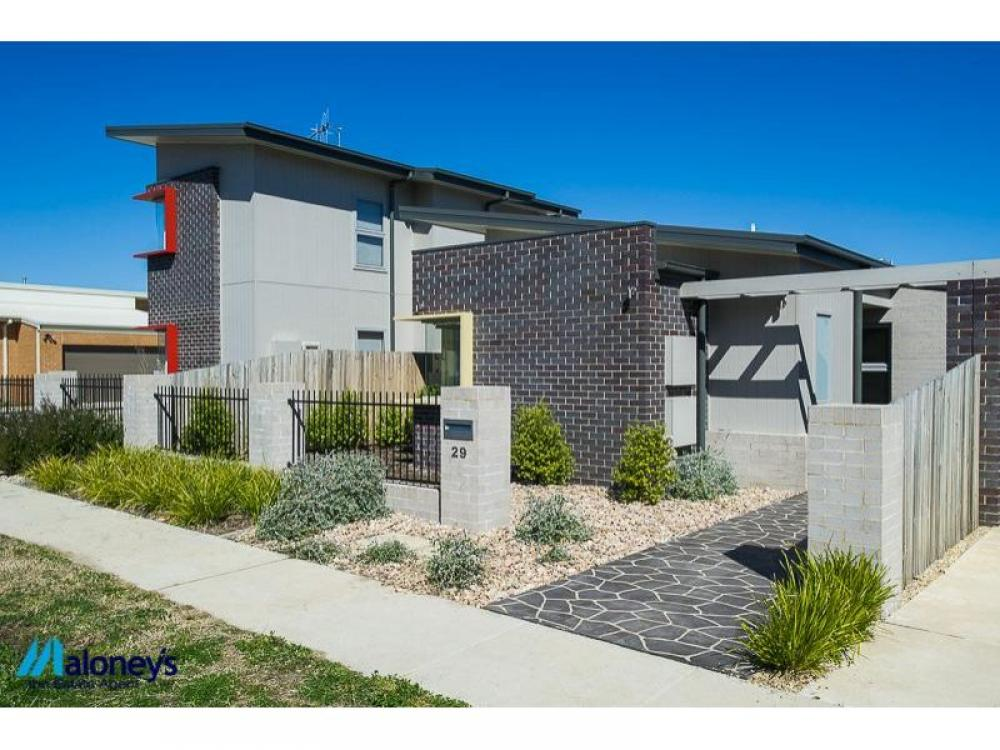 Free-standing home – Fantastic Opportunity