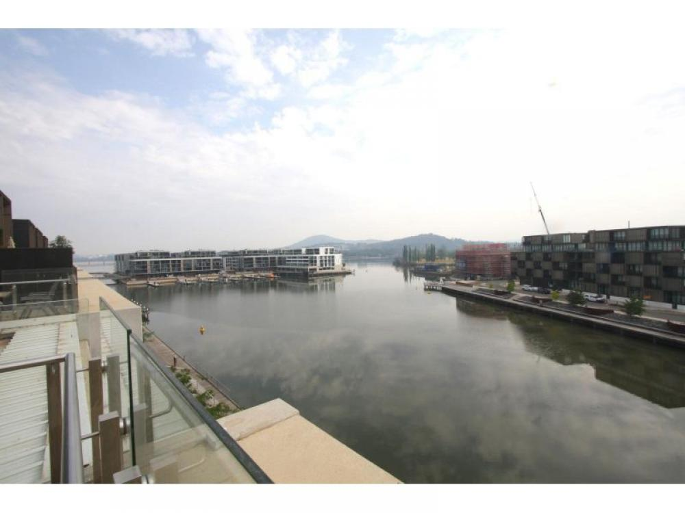 Sensational View - Three Bedroom Kingston Foreshore Apartment